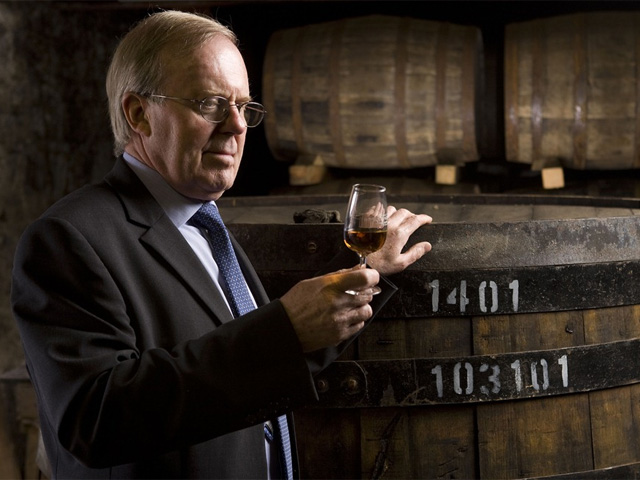 David Stewart inspects the whisky sitting in Tun 1401