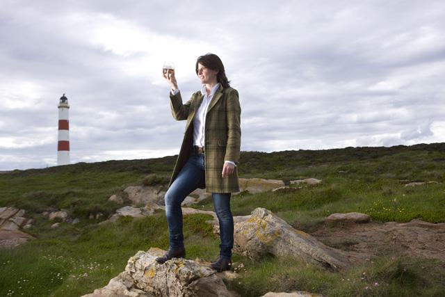 Karen Fullerton examines her dram of Glenmorangie